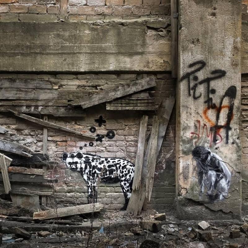 XOOOOX Hyena Berlin Wall