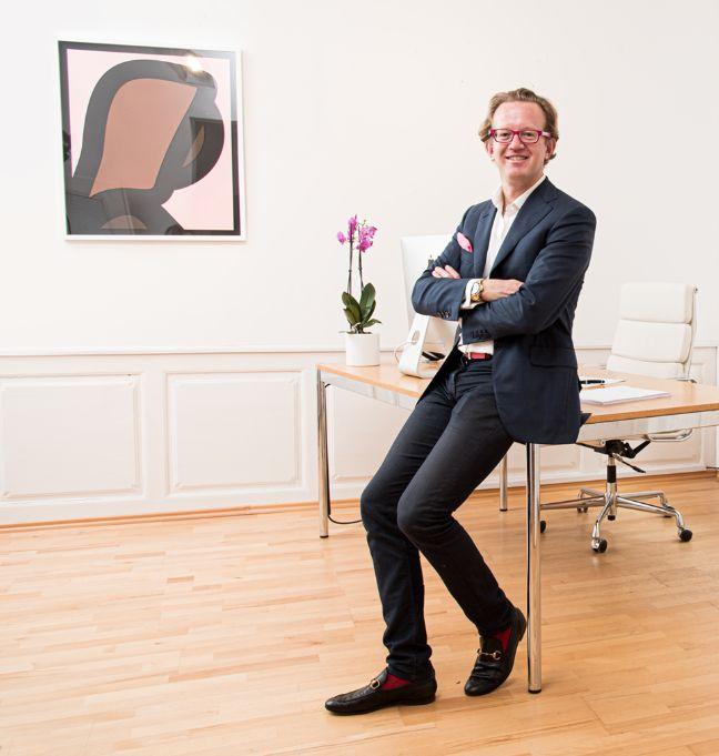 Der Galerist Frank Flügel in seiner Galerie in Nürnberg